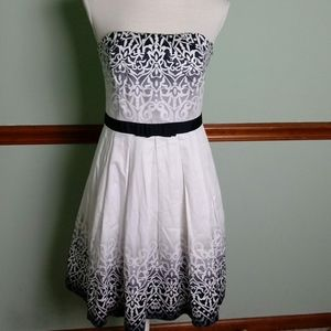 White House Black Market size 4 strapless dress